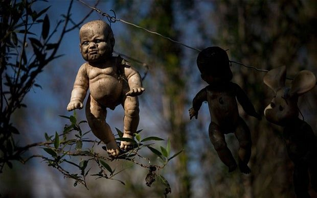 "The Hanging ""Dead"" Dolls In Mexico"